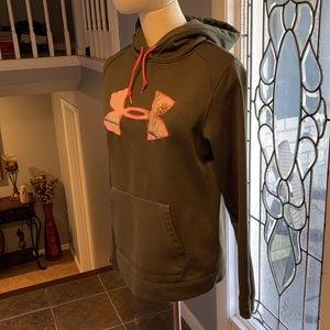 Under Armour hoodie (semi fitted )
